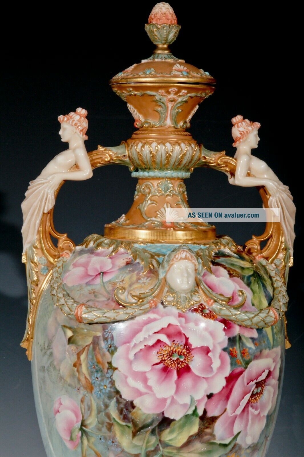 ROYAL WORCESTER - RAISE FLOWERS - SHAPE - W/ COVER