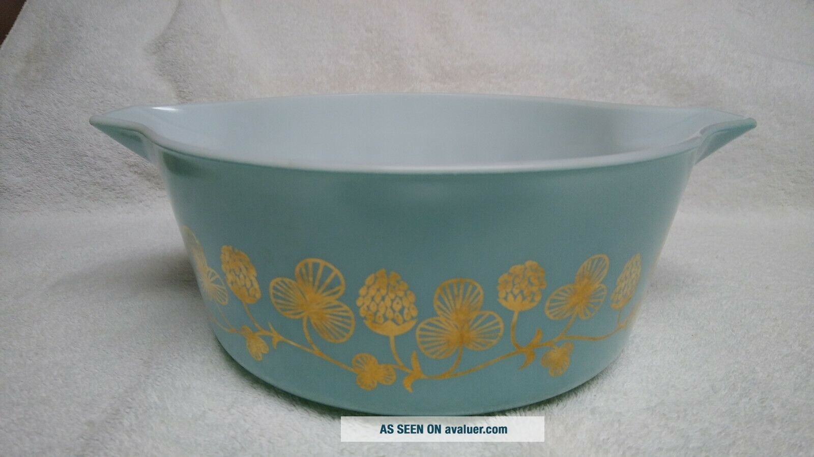 Rare Blue with gold clovers Pyrex casserole bowl number 475 B 2 1/2 quart